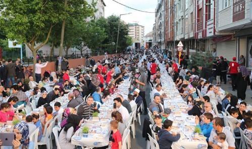Ramazan'ın ilk haftasında on binlerce kişi iftarda buluştu